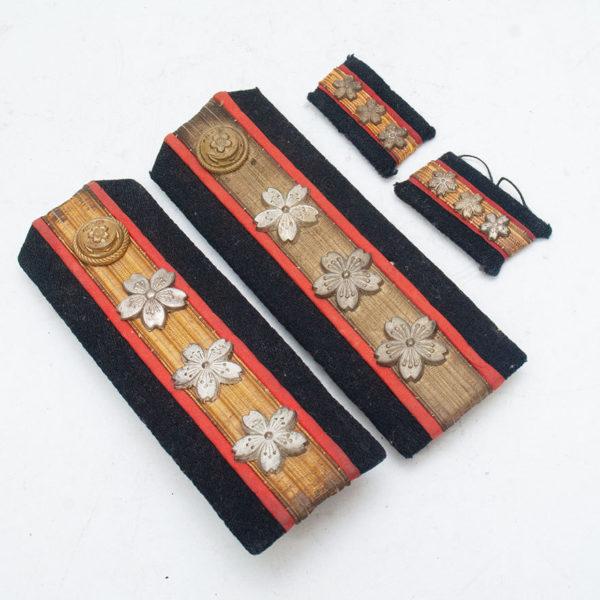 軍医大尉・襟章&肩章