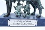 牝狼に授乳されるロムルスとレムス ブロンズ像